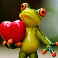 Image of a frog statue holding a heart
