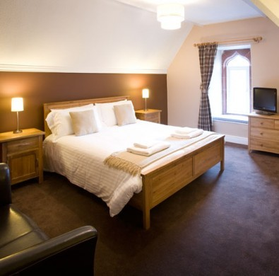 Luxury bed & furniture at boutique hotel The Hideaway at Windermere